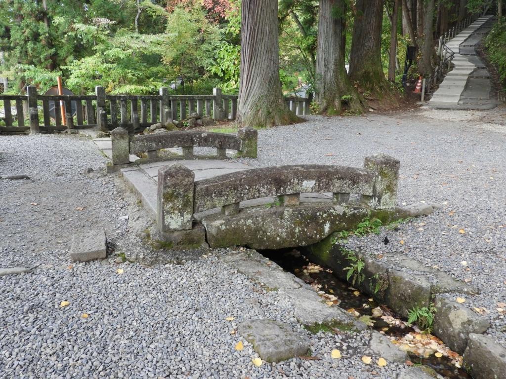 伊勢神宮の堀川と火除橋を思わせる光景