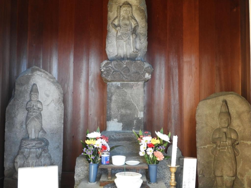 左から「庚申石像」「不動尊石造」「勢至菩薩石像」