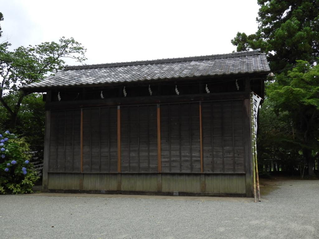 比々多神社の神楽殿