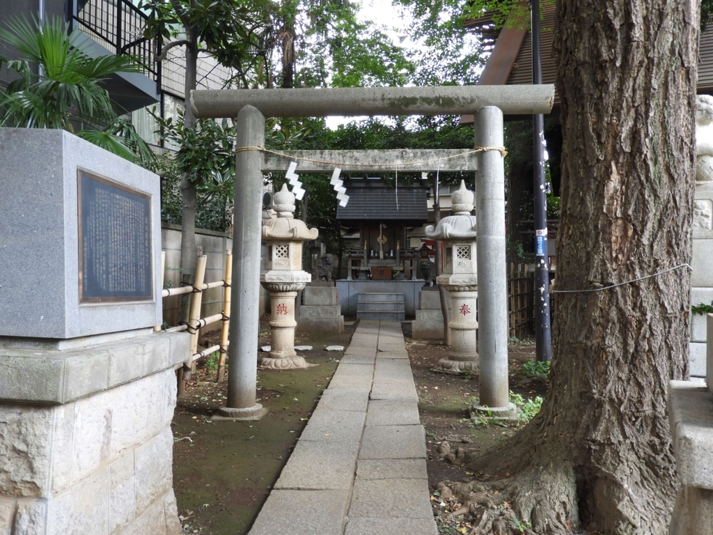 気象神社の参道