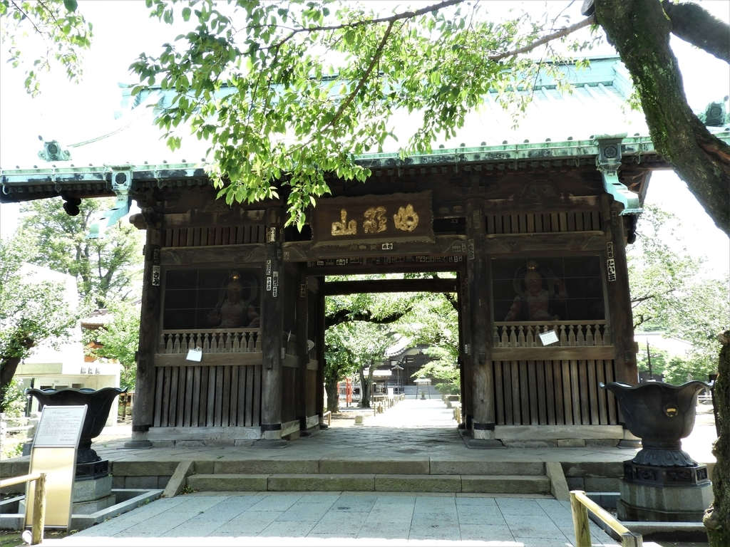 5代将軍綱吉の養女であった竹姫より寄進された仁王門