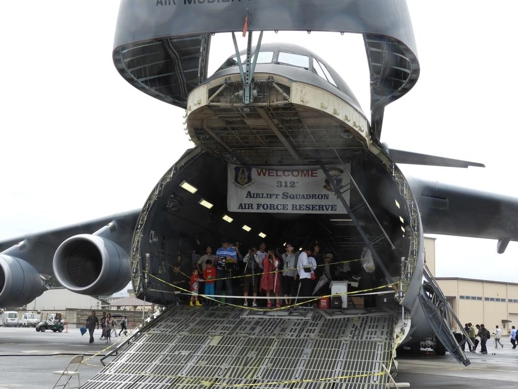 機体の前部にも開閉扉