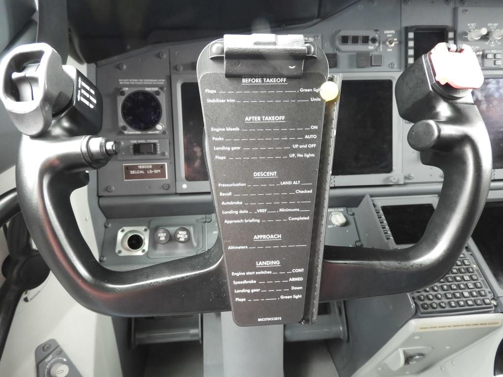 操縦桿に設置されたチェックシート