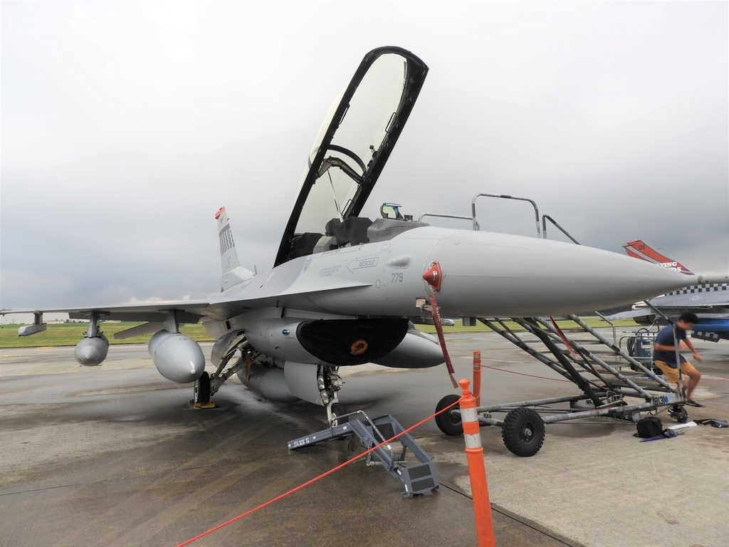 戦闘機F-16