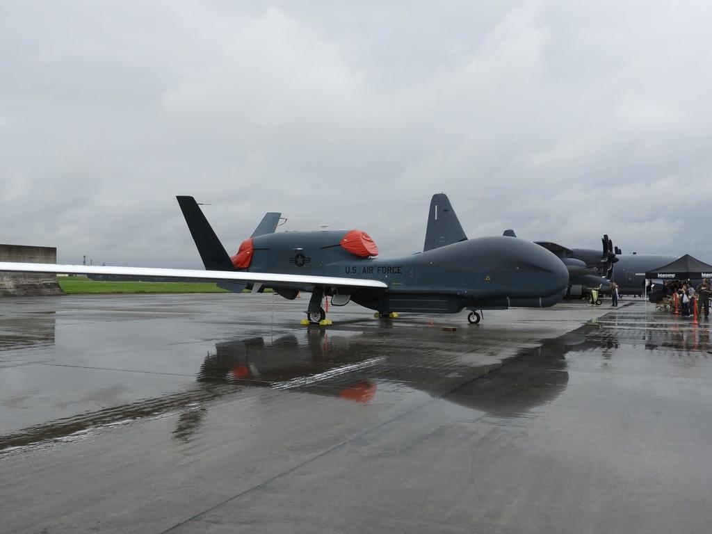 無人偵察機のグローバルホーク