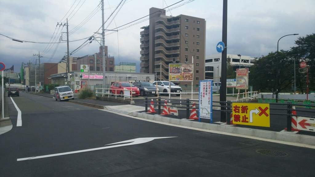 東急ストアの仮設店舗が面する道路