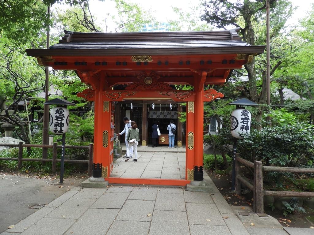 丹塗りの門