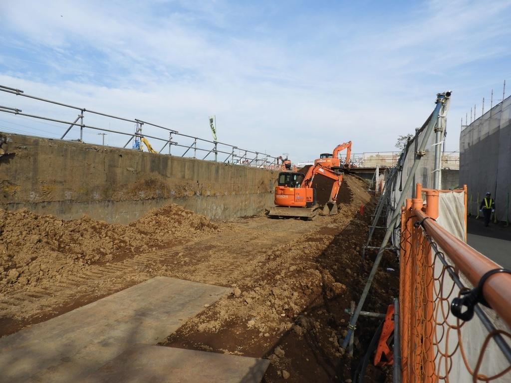 トンネル側面の土の掘削