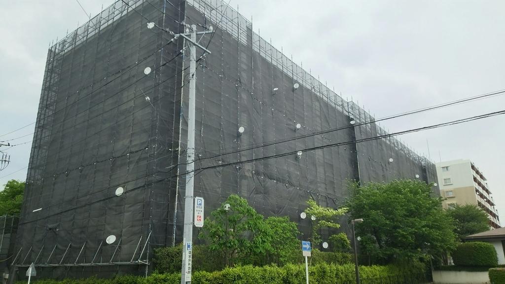 大規模修繕工事を実施中のマンション