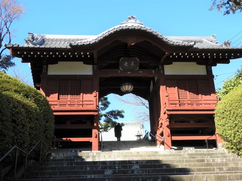 階段の途中に建てられた不老門