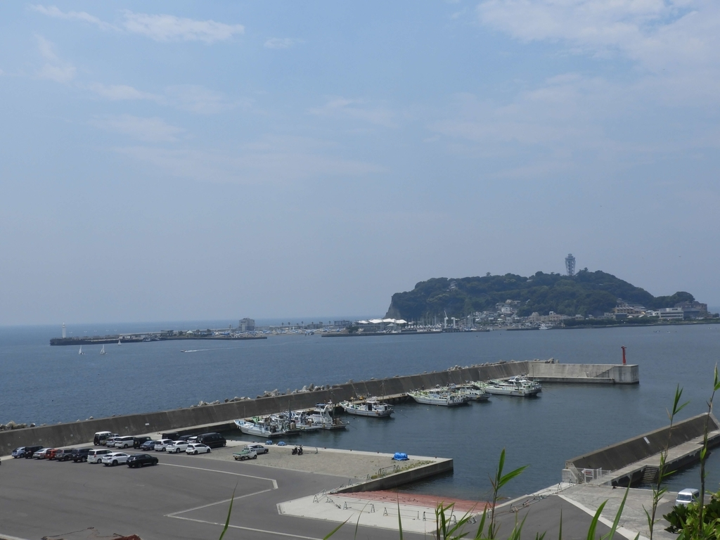 展望台から望む江の島