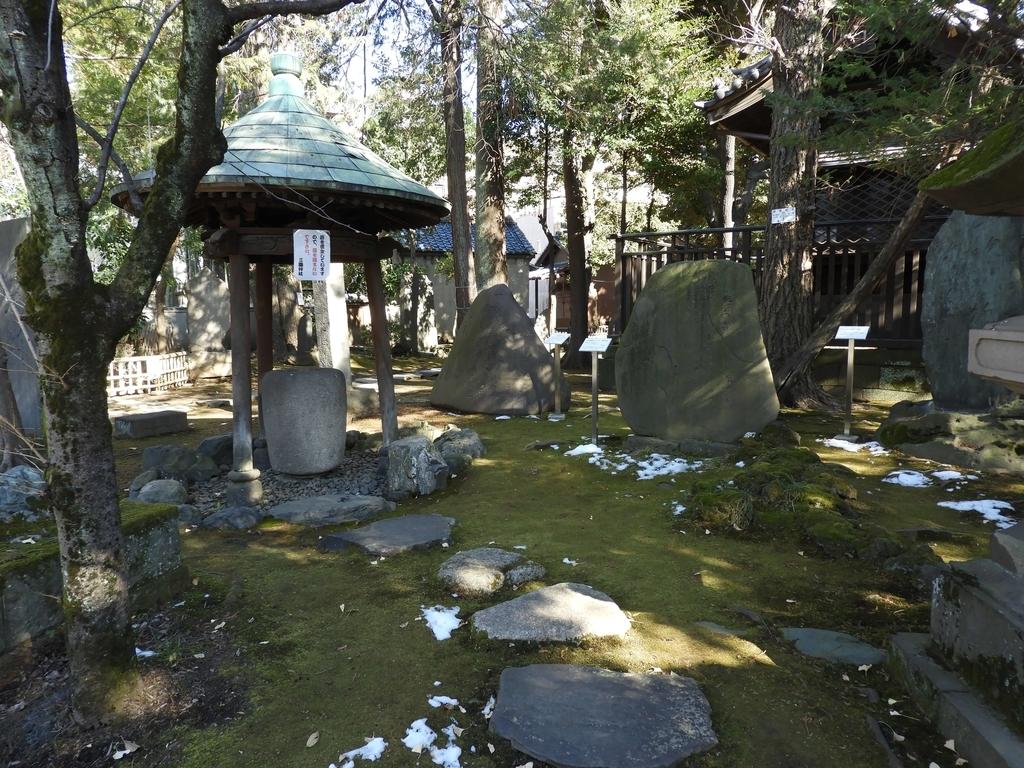 数多くの石碑
