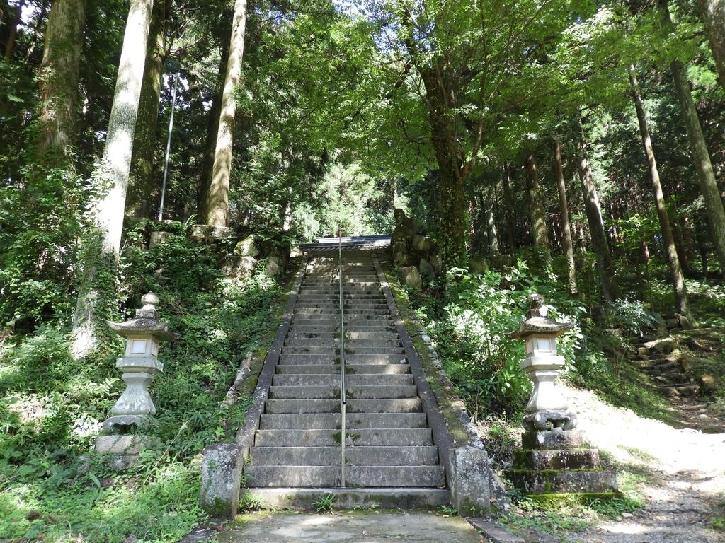 根道神社神社の石段