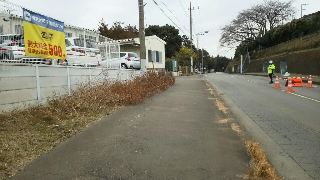 「東名バス停」交差点の右方向