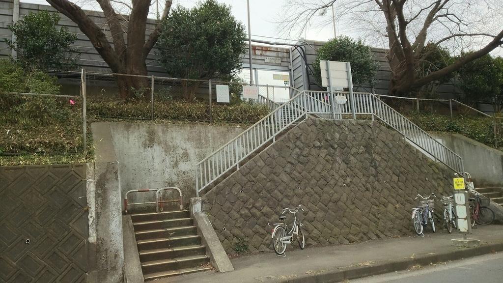 東名高速大和バス停