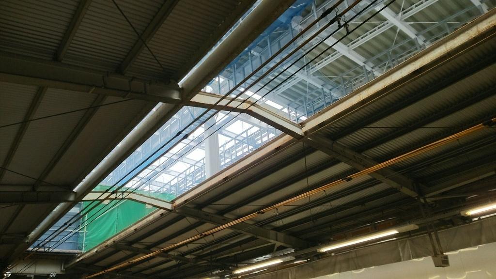駅を覆うドーム