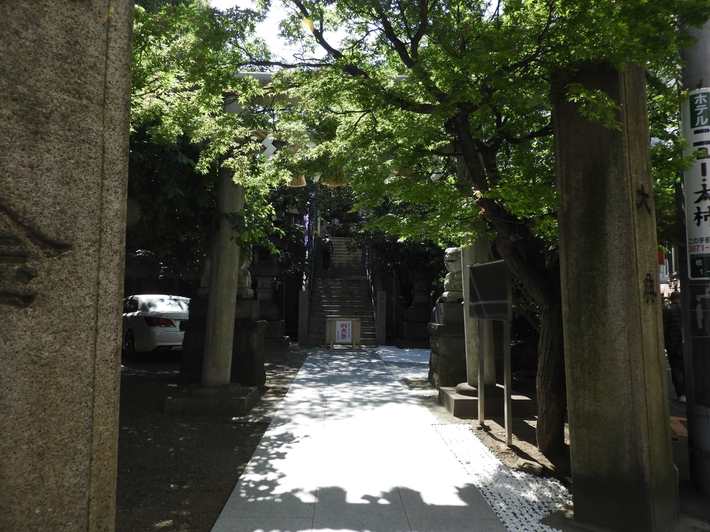 神社の敷地内