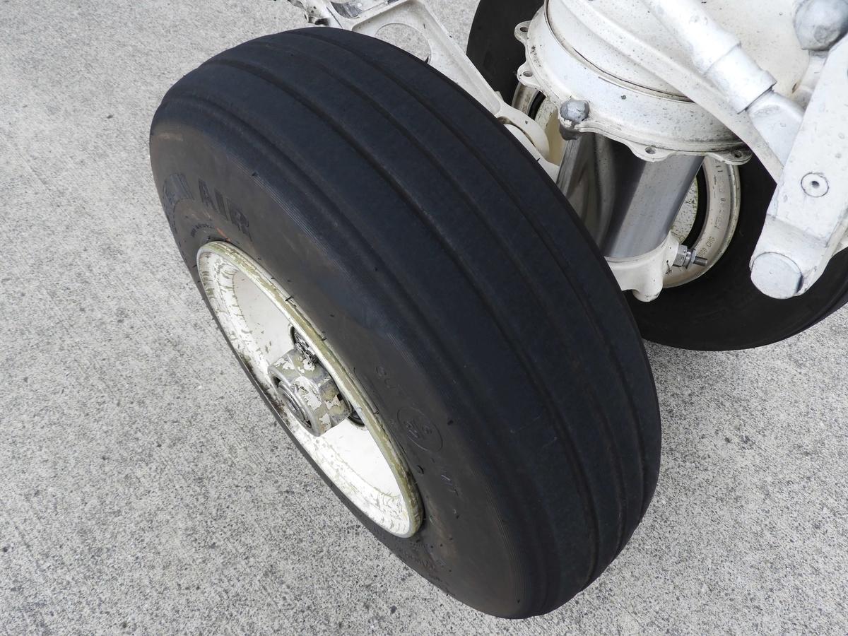 戦闘機のタイヤ