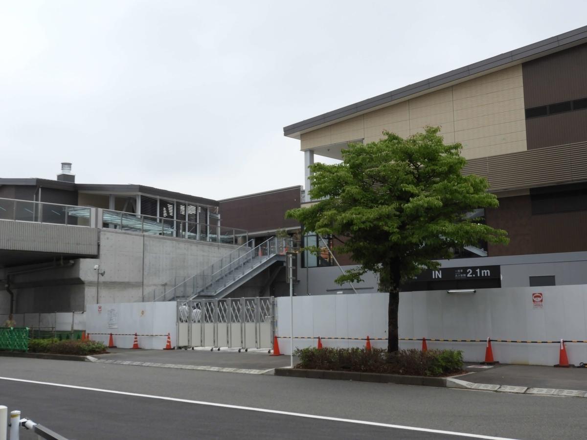 ショッピングモール北側