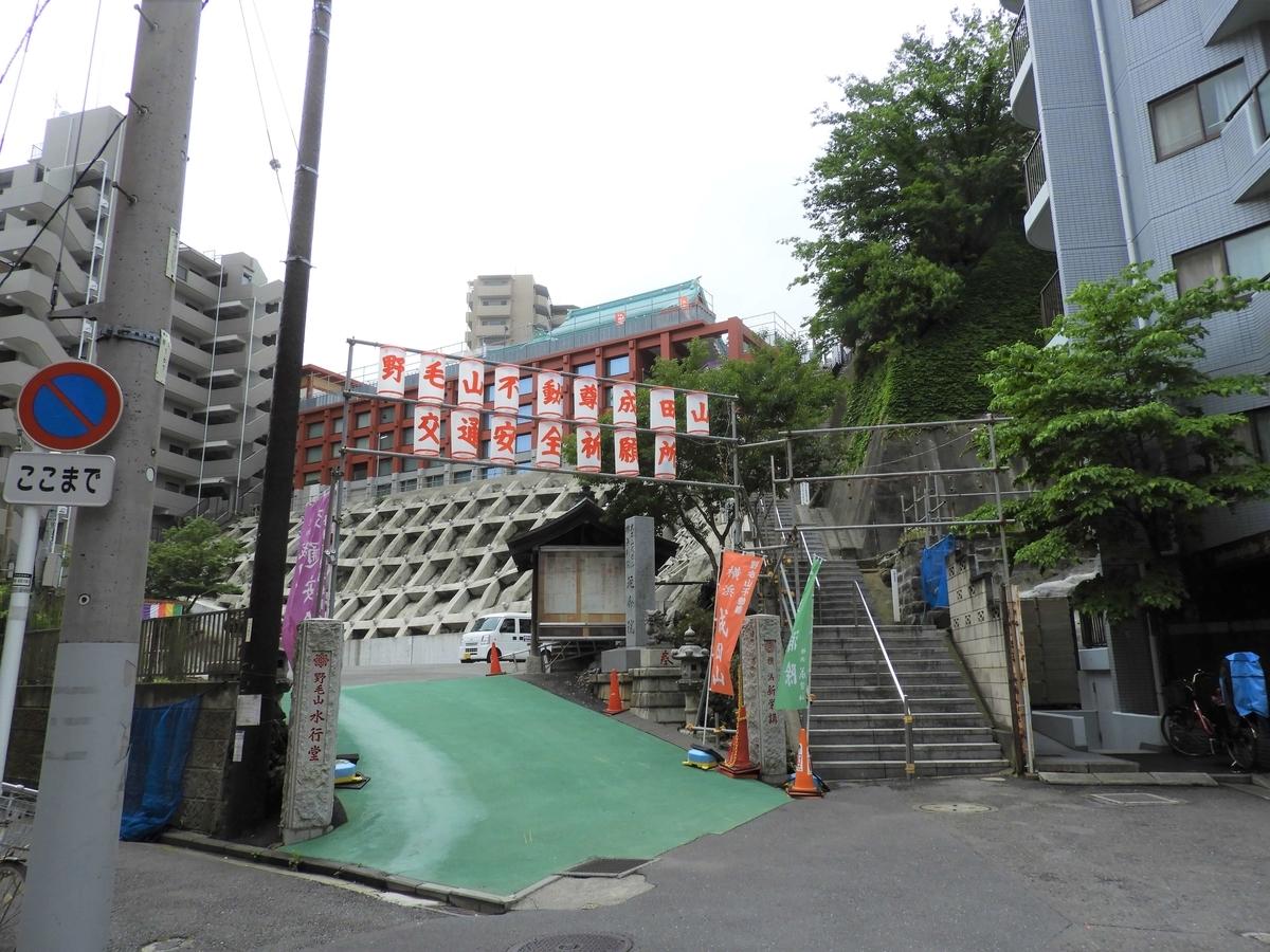 成田山横浜別院参道の階段