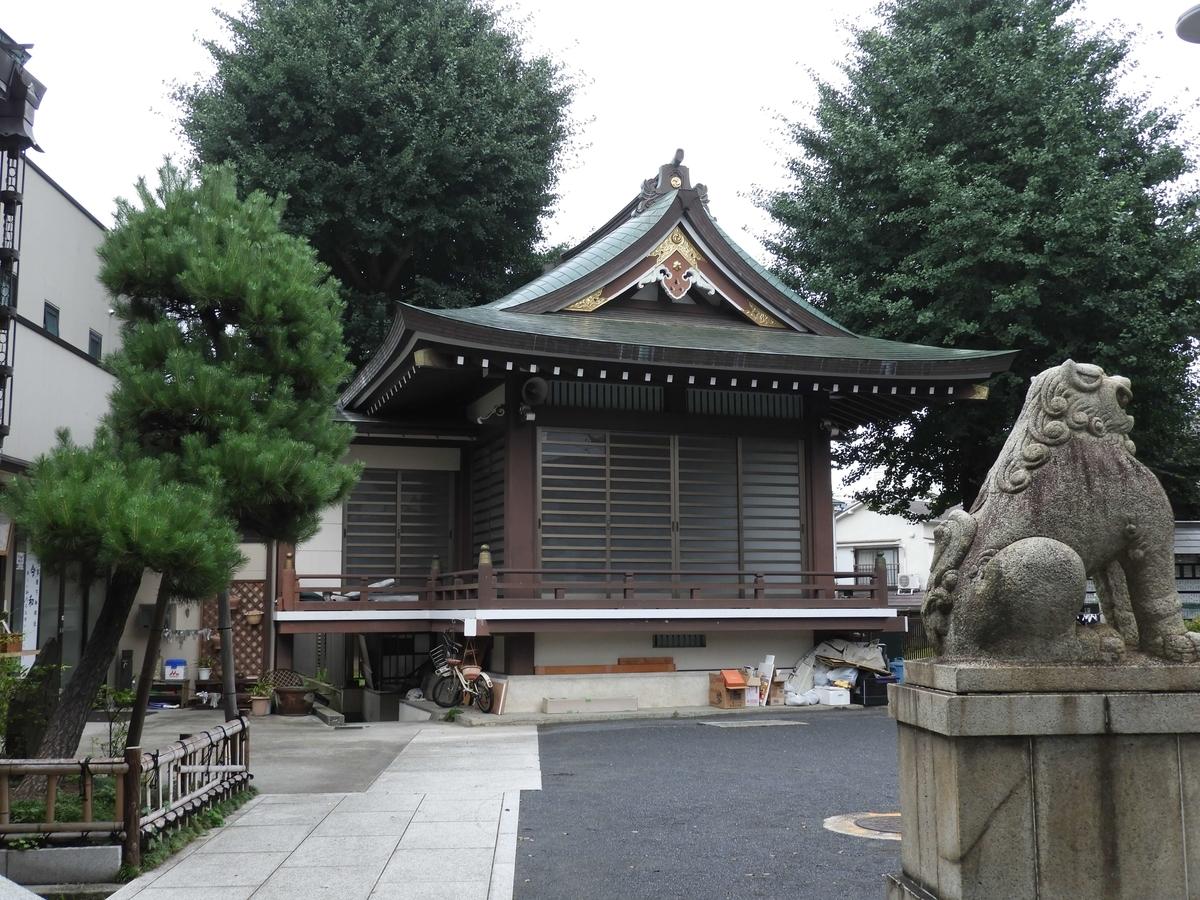 鎧神社の神楽殿