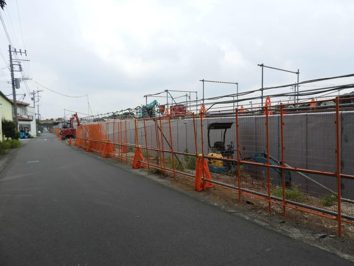 新たな壁を設置する工事