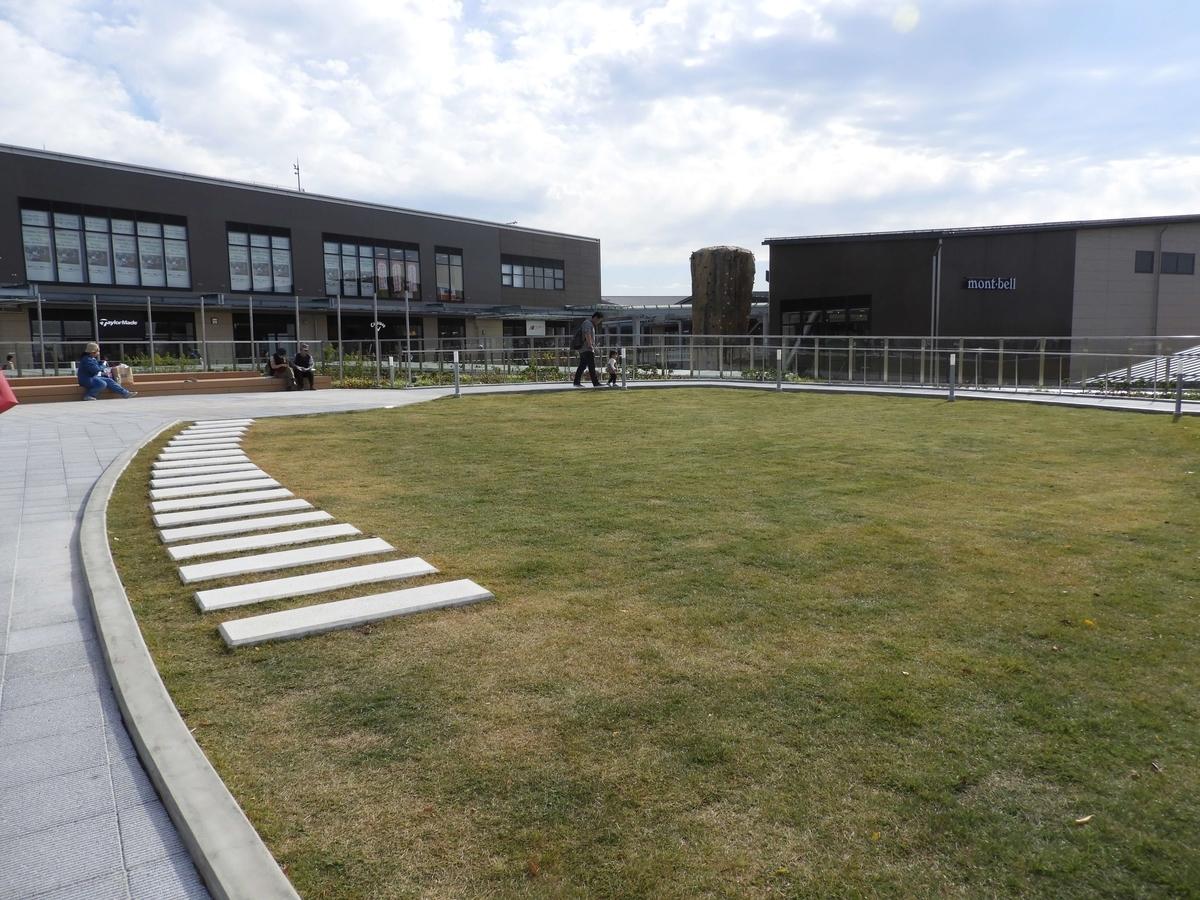 最上部の芝生の広場