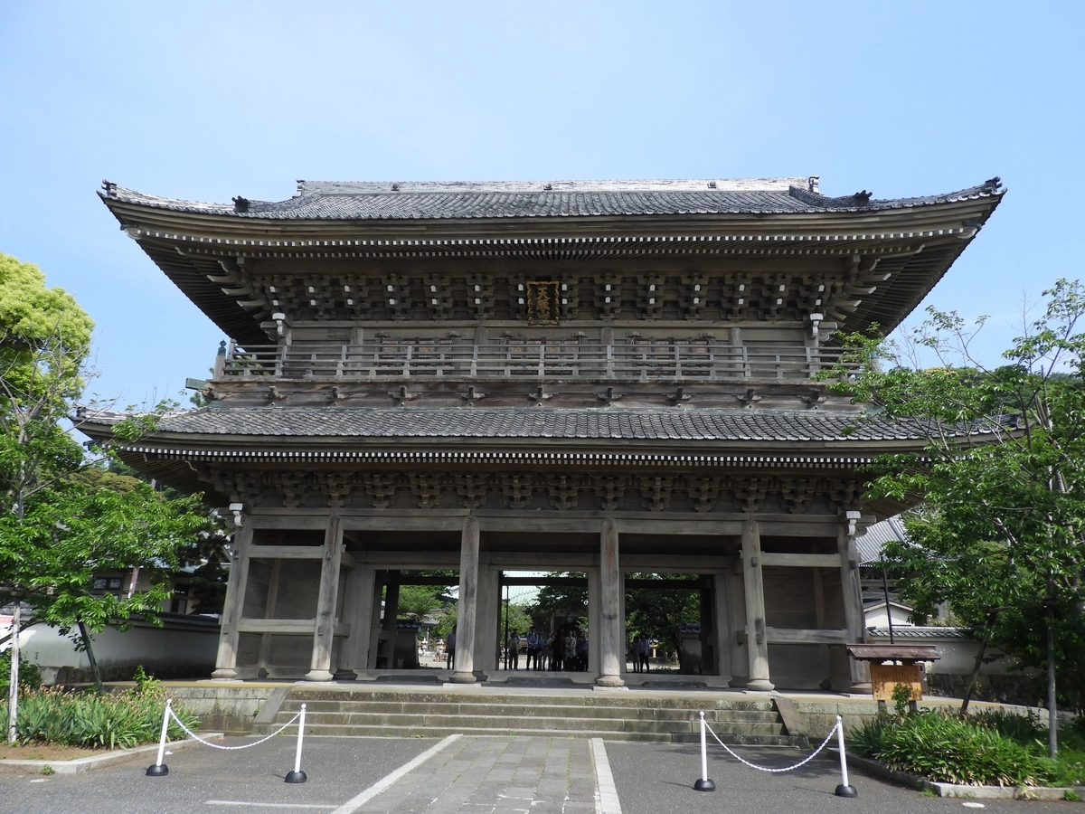 鎌倉で最大の山門
