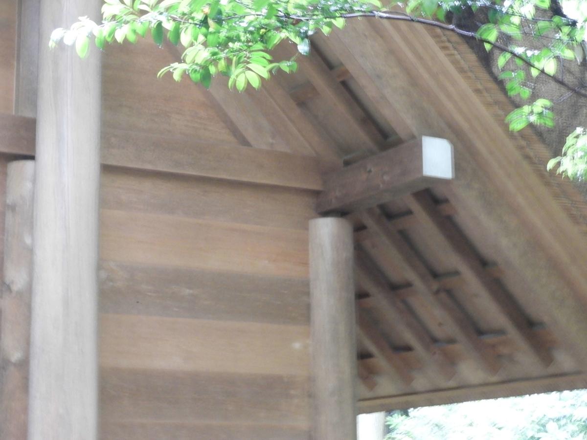 梁と柱の間の隙間