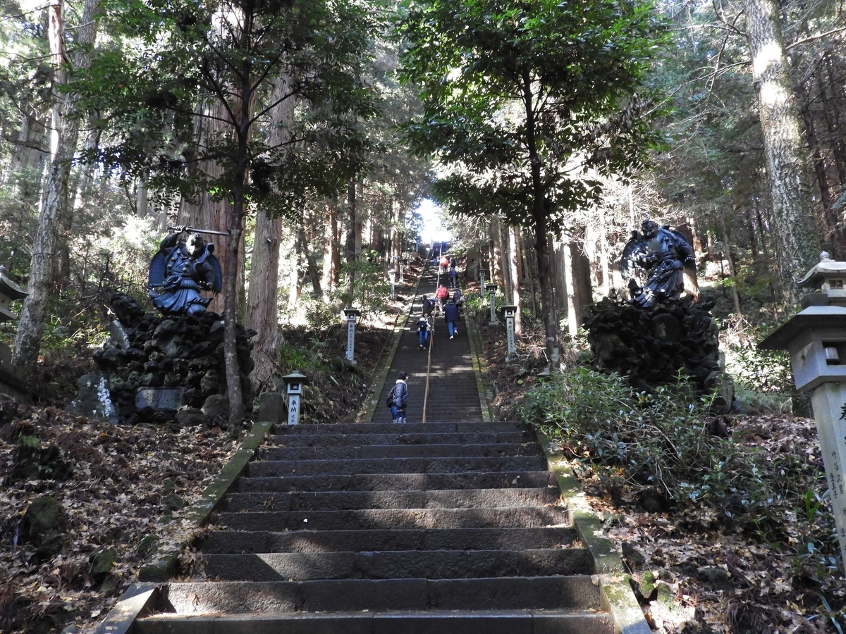 350段の階段