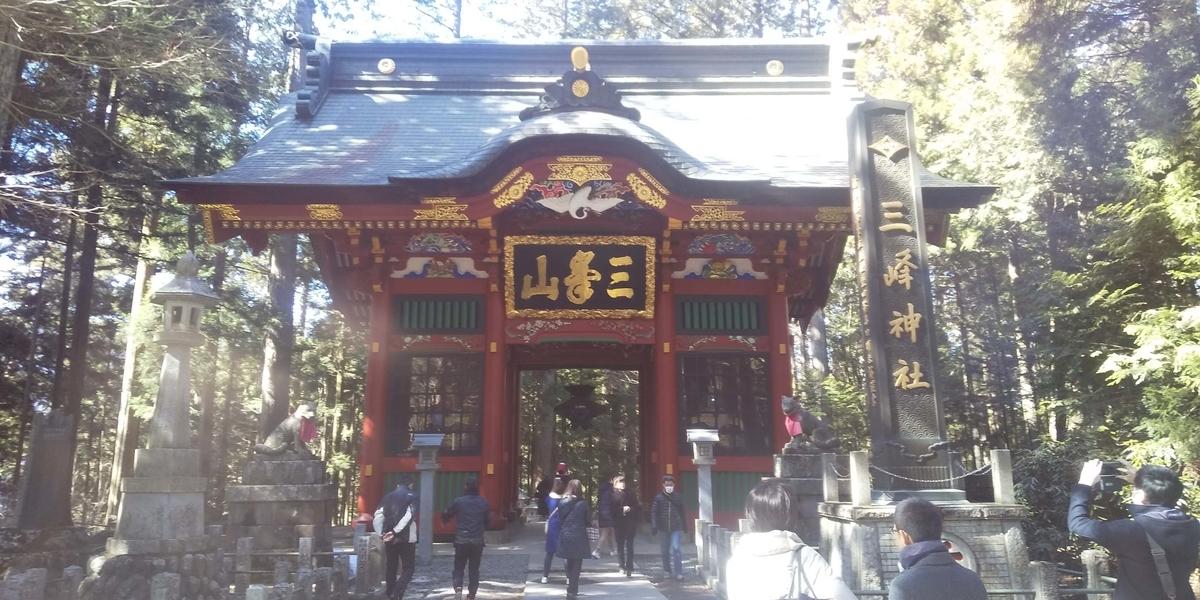 三峯神社の隋神門