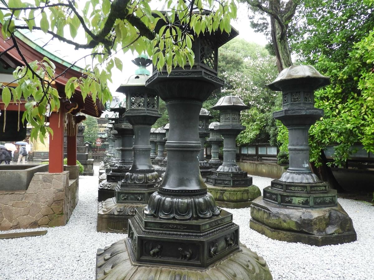 重要文化財の銅灯篭