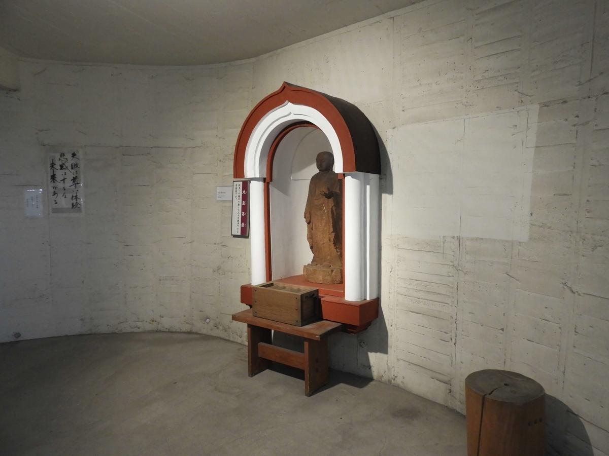 壁に取り付けられた胎内仏