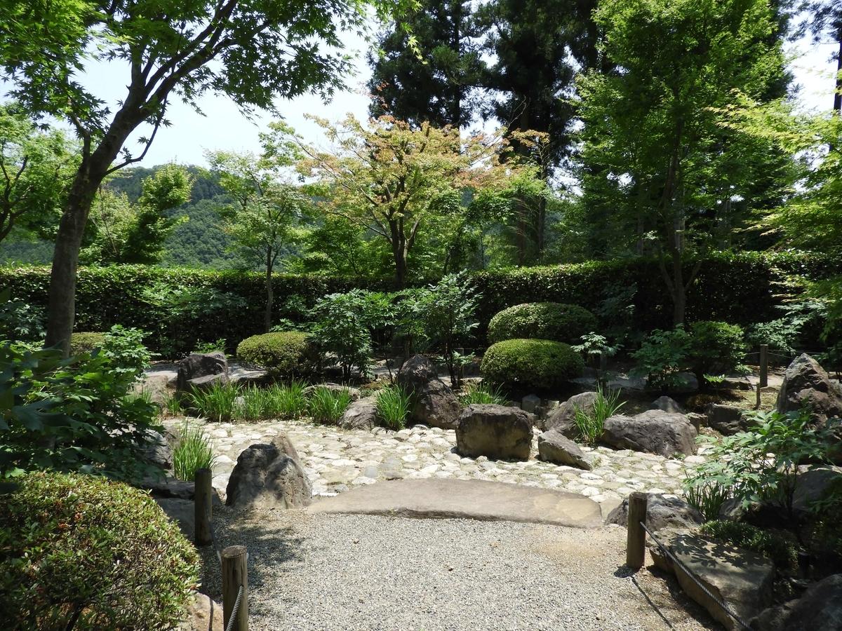 枯山水奥の庭園