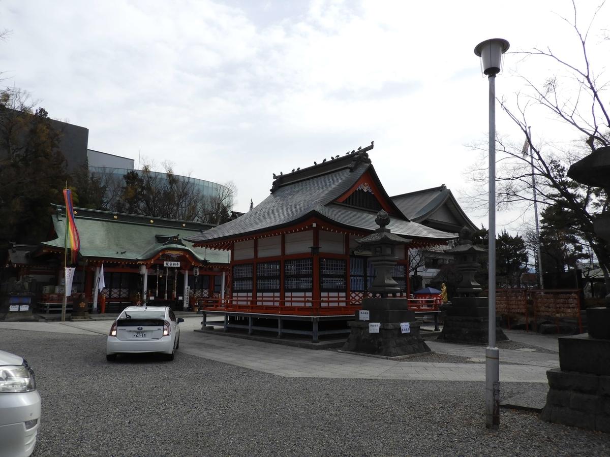 深志神社の境内