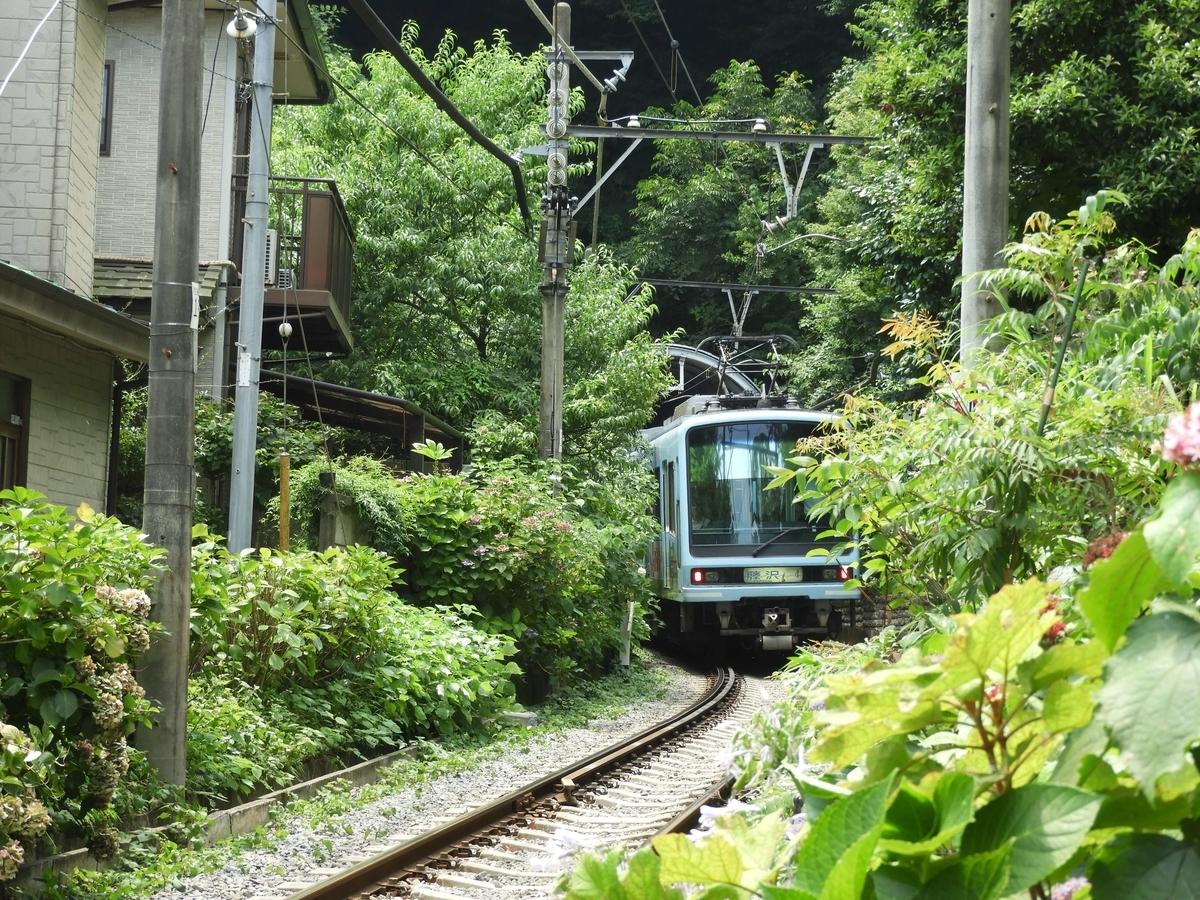 通過する電車