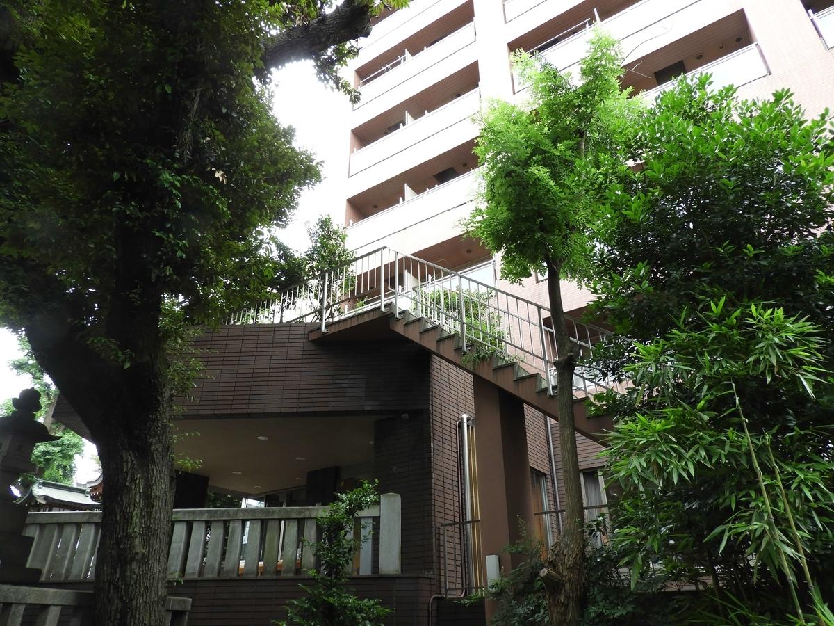 高層マンション1階の社務所