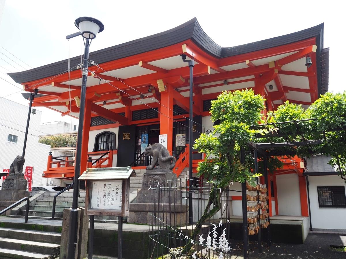 堂々たる造りの善國寺の本堂