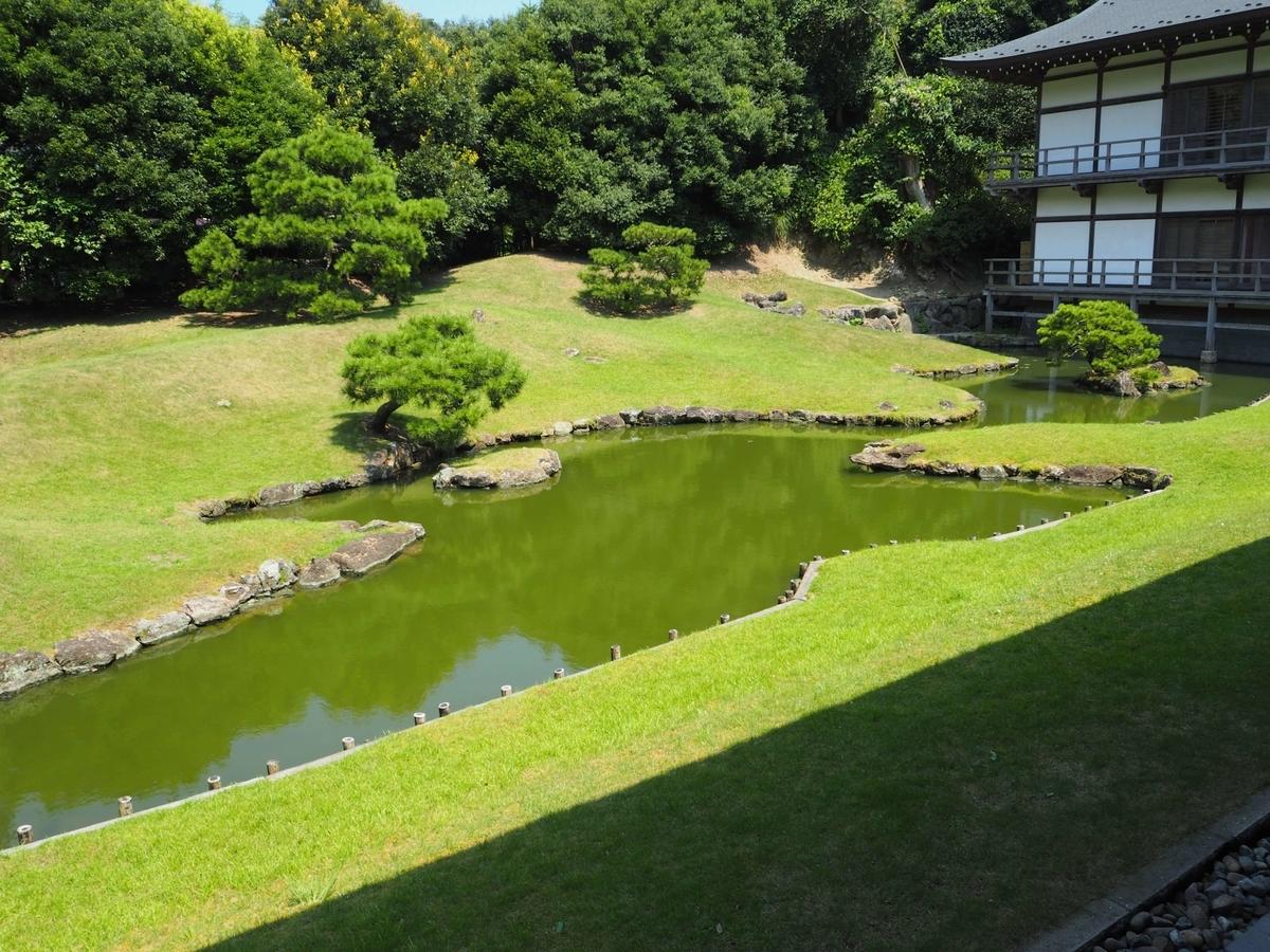 「心」という字を池の形にした方丈庭園