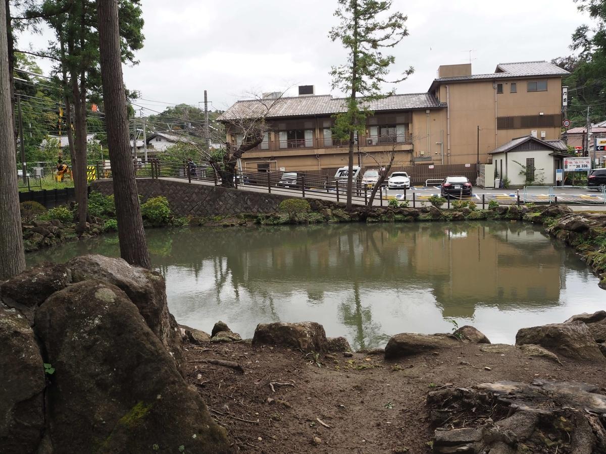 白鷺池の総門に向かって右側部分