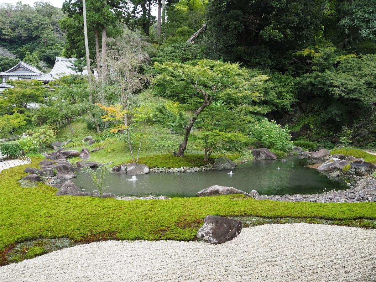 平成の物とはとても思えないほど美しい方丈庭園