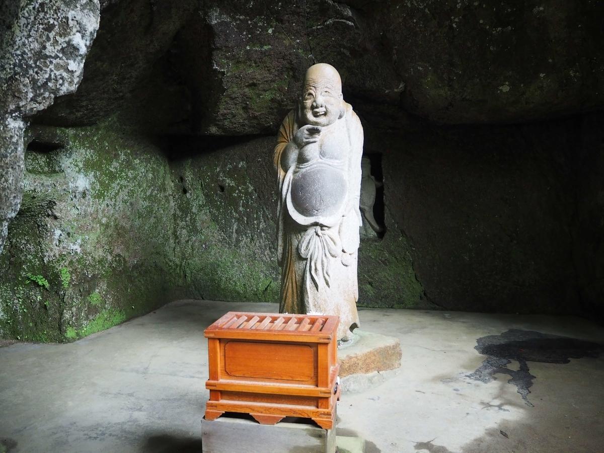 布袋尊の像
