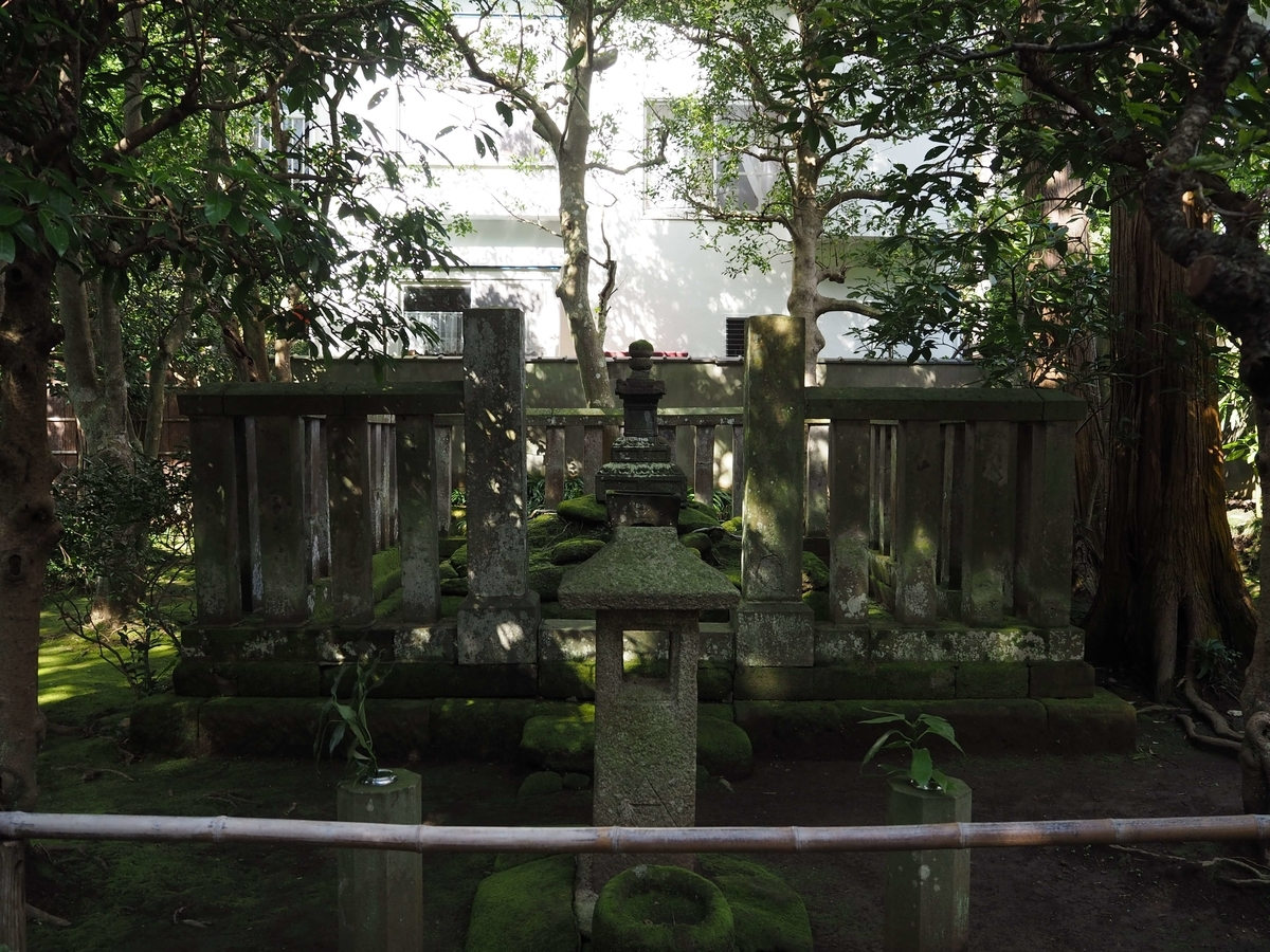 明月院に残された時頼の墓所