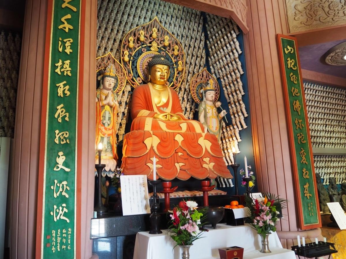救世大観音堂内の仏像