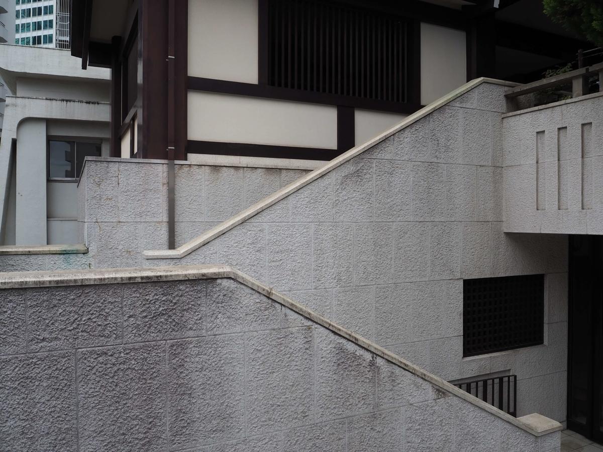 3階の神殿まで続く階段