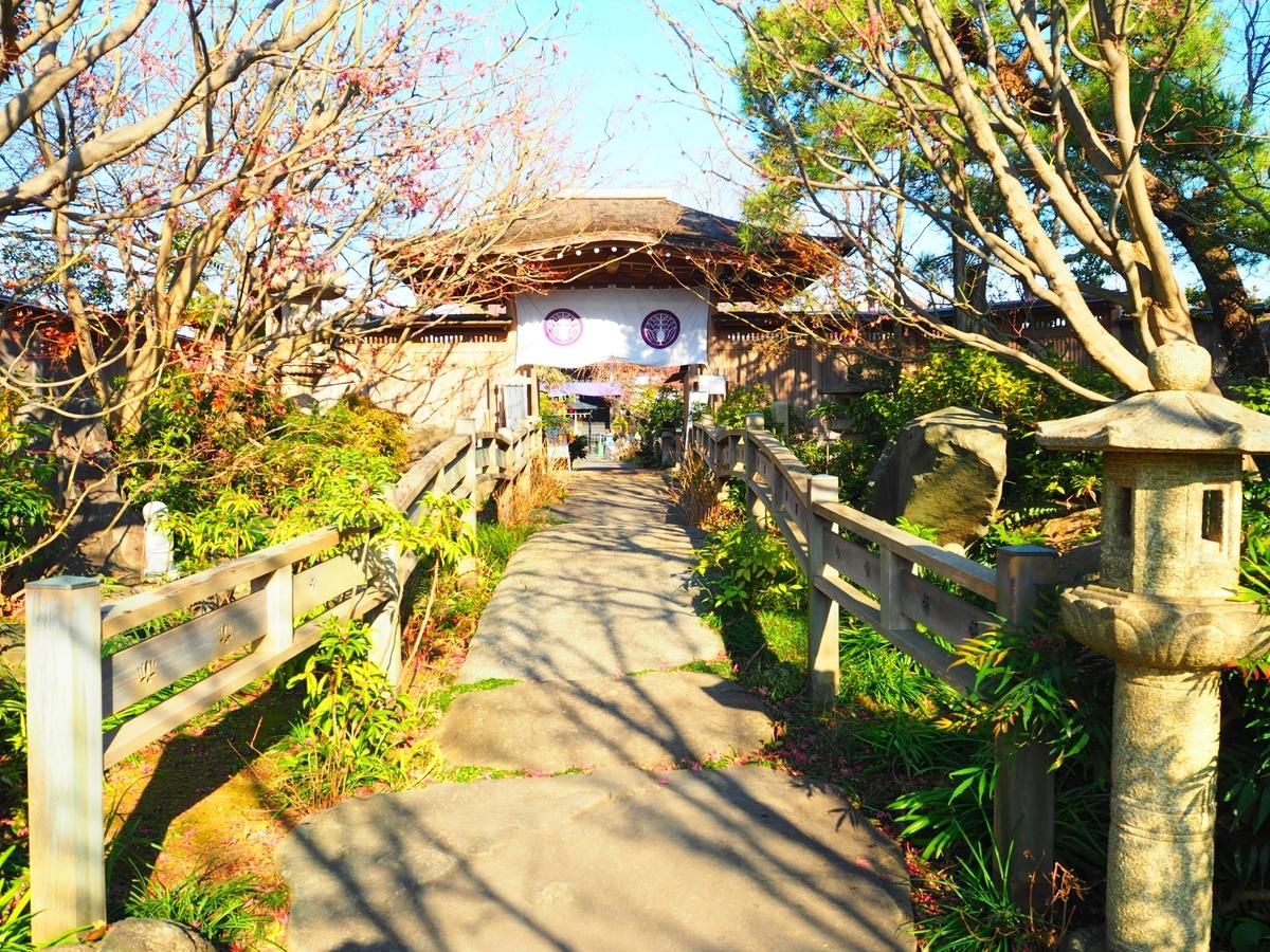 数寄屋造の常泉寺の山門