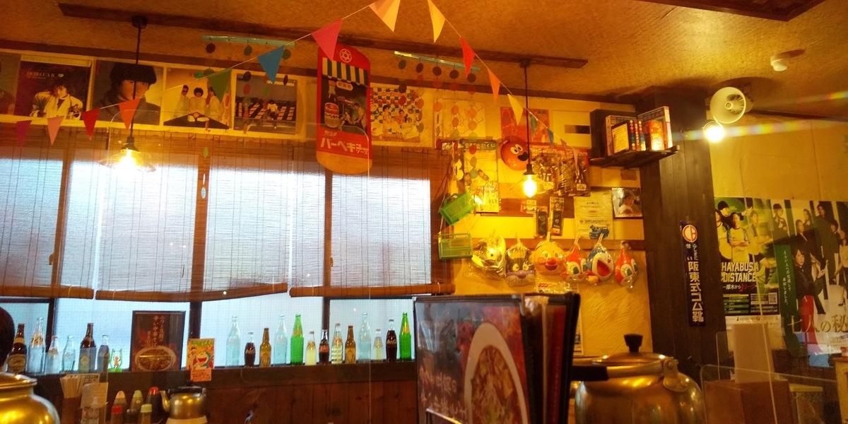 麺や食堂の店内
