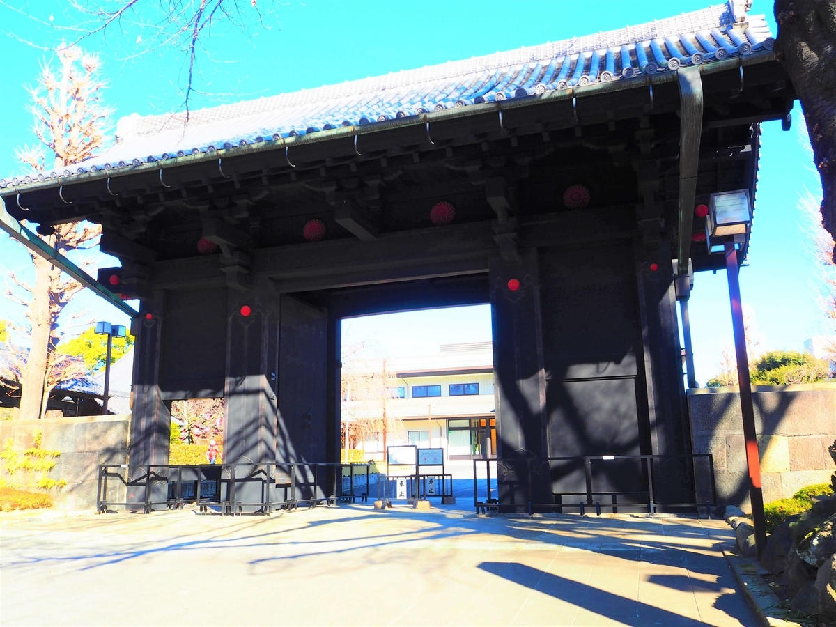 「黒門」として知られる重要文化財の「旧寛永寺本坊表門」