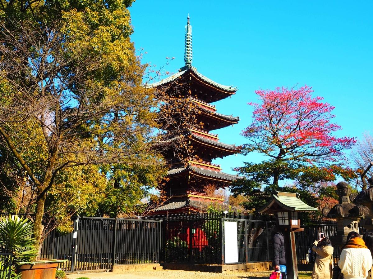 上野東照宮の五重塔と紅葉