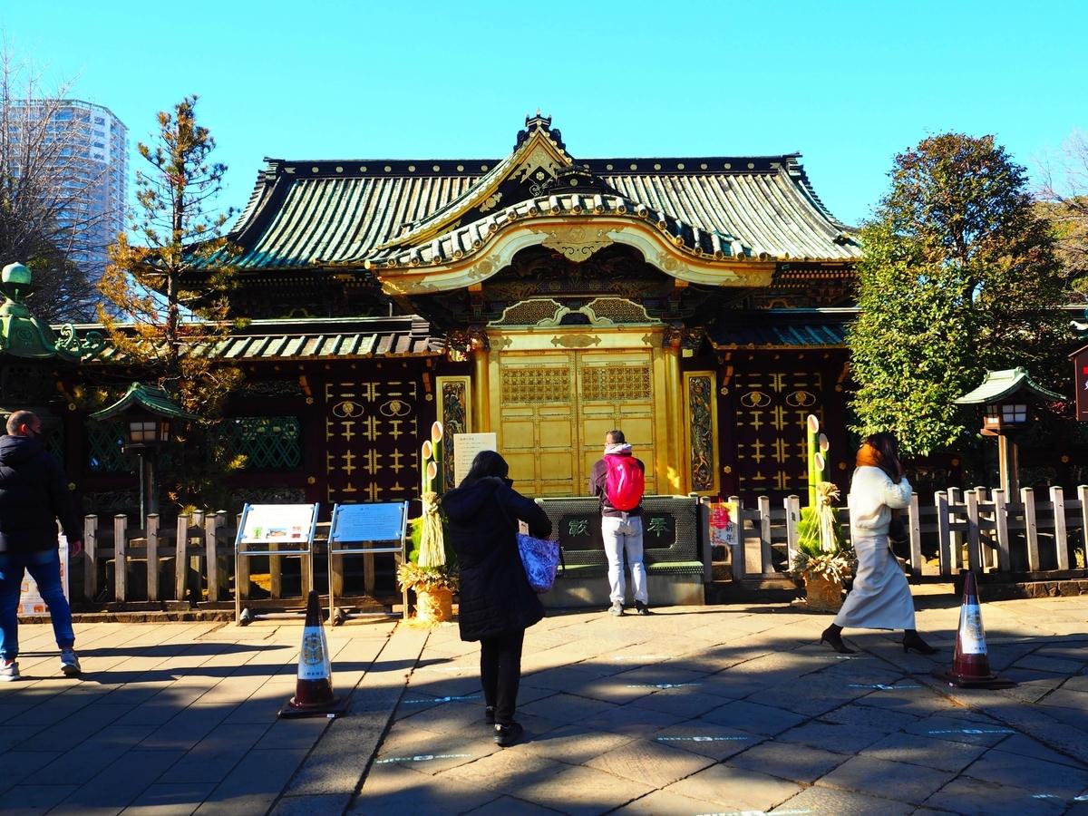 1651年に造営された金色に輝く唐門